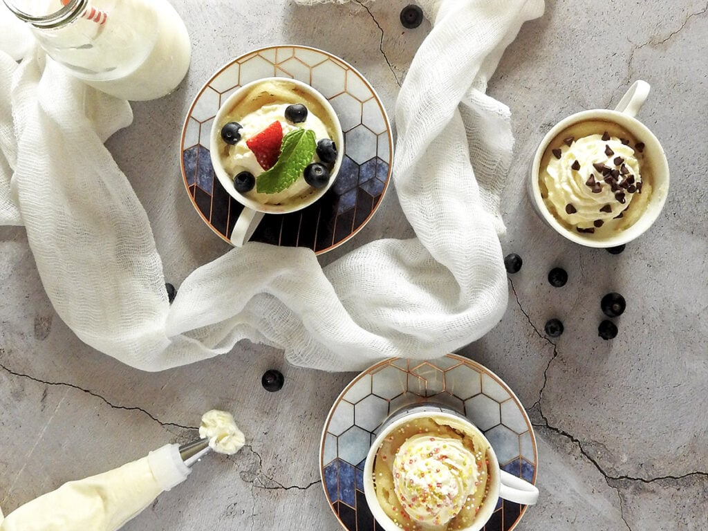 Vanilla mug cakes with different toppings