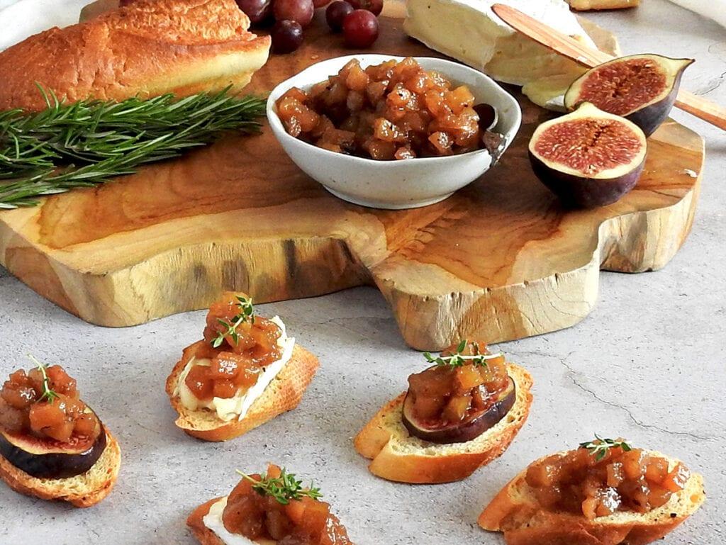 Pear chutney on bread