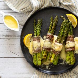 Asparagus and Parma ham on a plate