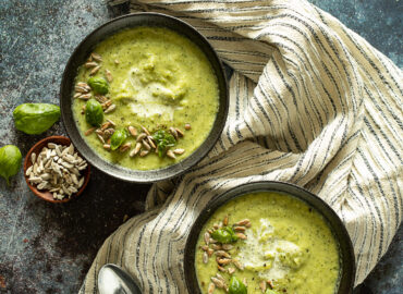 Courgette soup in two bowls