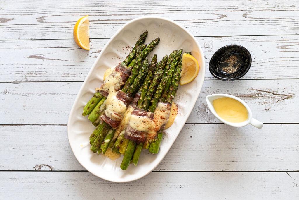 Asparagus and Parma ham with hollandaise sauce